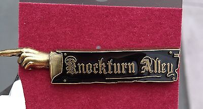 Wizarding World of Harry Potter Diagon  Knockturn Alley Sign Pin