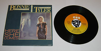 """Bonnie Tyler Here She Comes 7"""" Single - EX"""