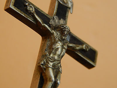 ANTIQUE SILVERED  BRONZE & EBONY WOOD CRUCIFIX PENDANT with skull and crossbones