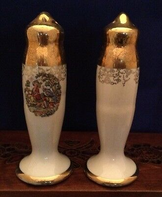 Decorative Salt & Pepper Shakers Gold And Beige Colonial Lovers Vintage Nice!