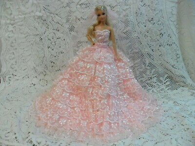 BARBIE DOLL WEDDING GOWN DRESS AND VEIL - ACCESSORIES/CLOTHES