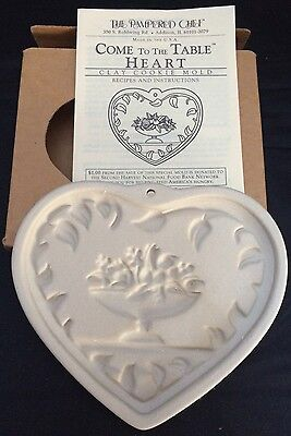 Pampered Chef Come To The Table Heart Shaped Clay Cookie Mold 1999