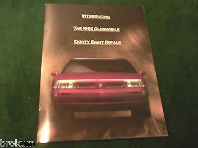 Mint 1992 Oldsmobile Olds Eighty Eight 88  Dealer Sales Brochure (Box 435)