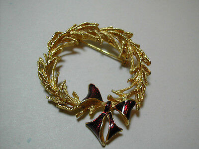 Gold Tone Christmas Wreath Pin Red Enameled Bow Unsigned Costume Jewelry