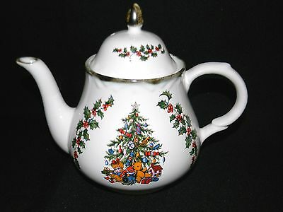 Vintage Arthur Wood Teapot Holly Leaves & Christmas Tree England Collectible