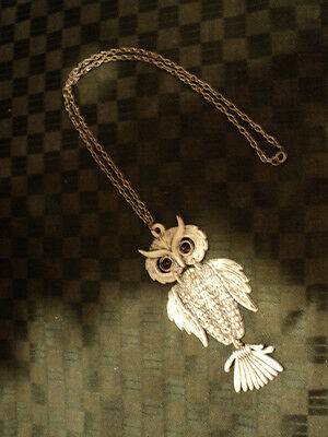 WONDERFUL VINTAGE LARGE WHITE OWL WITH AMBER GLASS EYES PENDANT WITH CHAIN