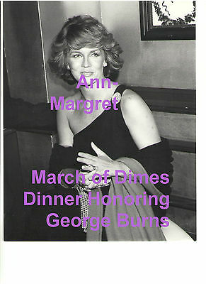 ANN MARGRET AT MARCH OF DIMES HONORING GEORGE BURNS 1977 ORIGINAL PRESS PHOTO 1