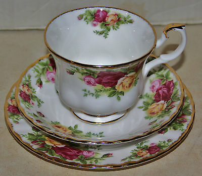 ROYAL ALBERT OLD COUNTRY ROSES TEA TRIO  MADE IN ENGLAND 3off