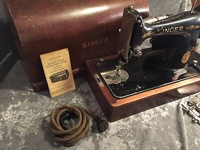 (660) Antique Singer 99-13 Portable Electric Sewing Machine w/case w/o knee ctrl