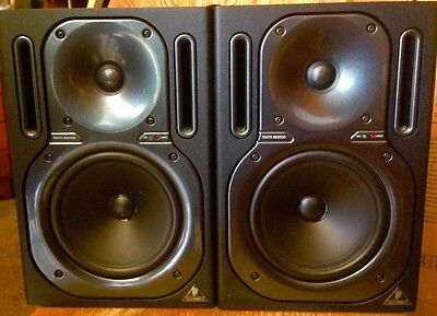 Coppia Casse Monitor - Behringer TRUTH B2030A