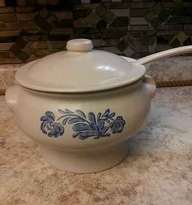 Pfaltzgraff YORKTOWNE Soup Tureen w/ Lid and Ladle ~~Pottery Stoneware Blue