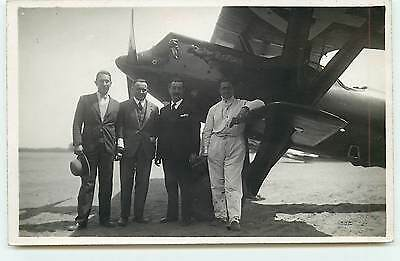 Le Bourget - Hommes près d'un avion (Photo André Format Cpa)
