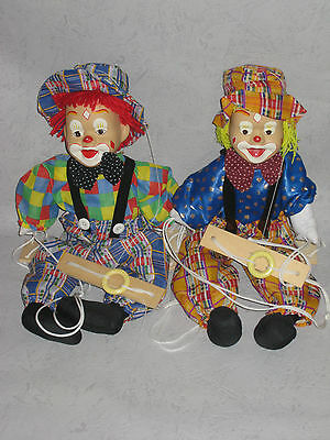 lot 2  marionnettes à fils  CLOWN   ( haut du clown : 47 cm)