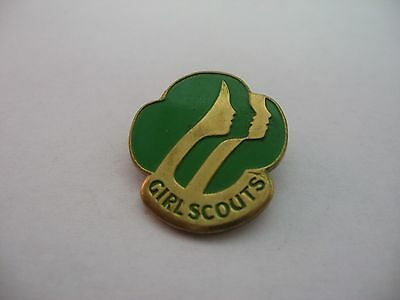 Vintage 1980 GIRL SCOUTS Green & Gold Tone Pin