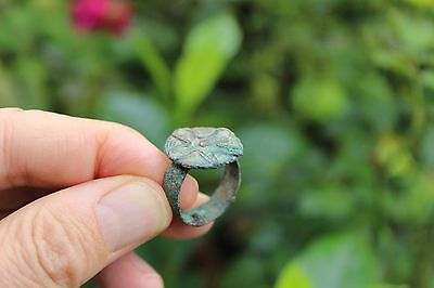 Archaic Bactrian bronze seal ring, size 7.5, 100-400 BC