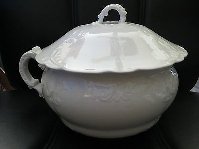Antique Linden Chamber Pot with Lid Victorian Style Cream/White/Ivory