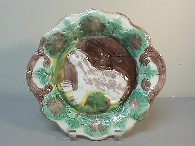 """ANTIQUE ENGLISH MAJOLICA 10.5"""" CABINET PLATE, DOG and DOGHOUSE DESIGN"""