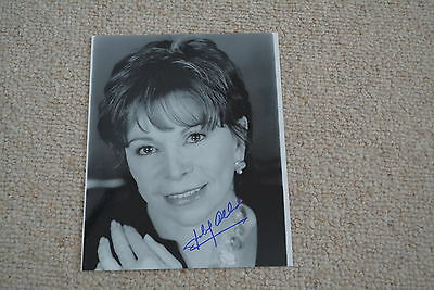 ISABEL ALLENDE  signed Autogramm In Person 20x25 cm