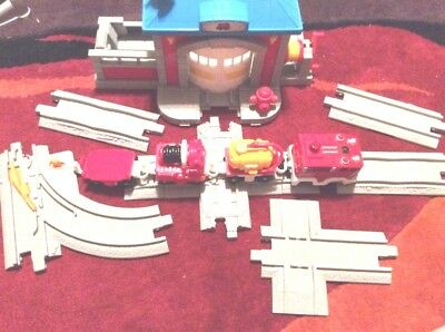 GeoTrax Fast Response Rescue Co. B3253 Fire Station Train Accessory Set