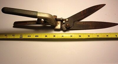 Vtg Wallace Grass Clippers Shears Old Tool Teflon Coated Blades Shabby Farm Chic