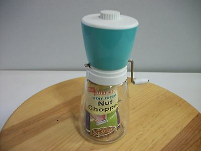 Vintage Villaware Nut Chopper 12Oz Green And White