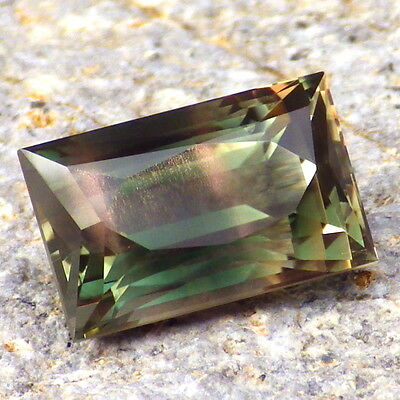 CHROME GREEN DICHROIC SCHILLER OREGON SUNSTONE 5.17Ct FLAWLESS-VERY RARE JEWELRY