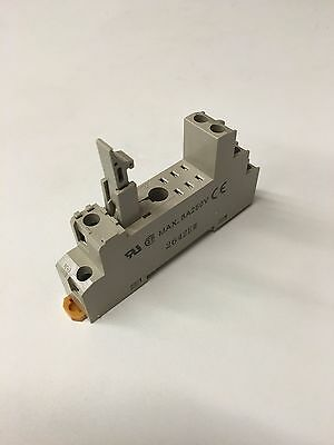 OMRON P2RF-08-E RELAY BASE, DIN Rail, w/ Reay Locking Clasp, DPDT Relay, New