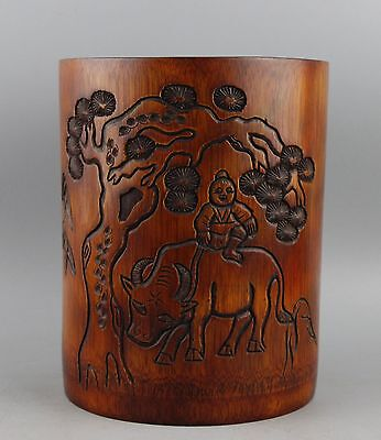 Very Beautiful Chinese Hand Carved  Bamboo Brush Pot.