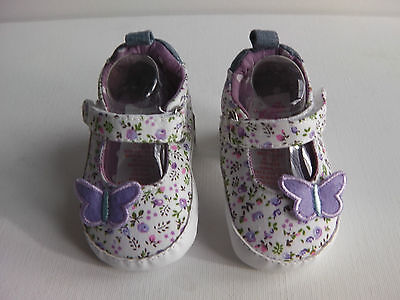 Baby Girl Pre-walker Summer pump, lilac floral pattern, Lilac butterfly applique