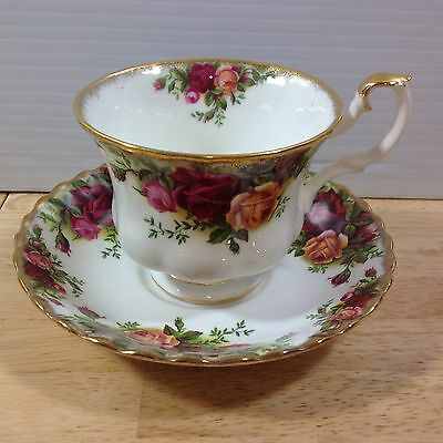 Royal Albert Old Country Roses Cup & Saucer Montrose Shape Bone China England