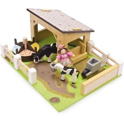 Le Toy Van TV402 Yellow Barn with Cows with Farmers Wife