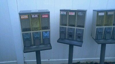 1 Used Vendstar 3000 Candy Vending Machine
