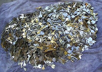 Large Lot of  Misc Key BLANKS 5+ pounds HOUSE,CARS,etc.  Some old  &  vintage