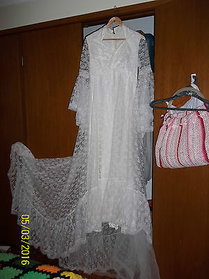 EUC - Vintage white angel sleeve layer Lace 70's wedding dress - SZ 8 to 10 S