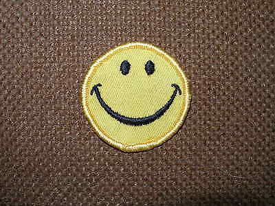 """COOL Vintage Patch """" Smilely face""""  NEW UNUSED from 1970's sew on"""