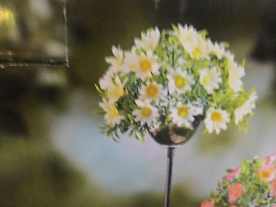 New Solar Powered White Flower  Lighted Floral Stake Yard Lawn Garden Deco