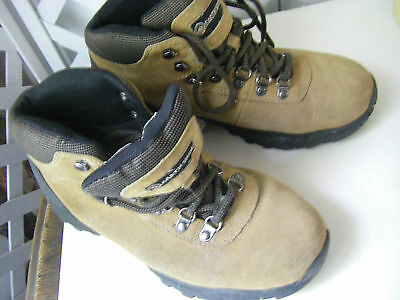 Womens Hiking/snow Boots Size  8.5 Us