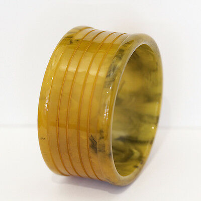 Beautiful Art Deco Butterscotch Bakelite bangle, with rich marbling.