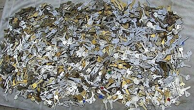 Large Lot of  Misc Key BLANKS 6 pounds HOUSE,CARS,etc. Lot of old  &  vintage