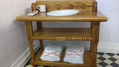 Streets Ahead Dolls House 1:12th Scale Washstand and Accessories DF908