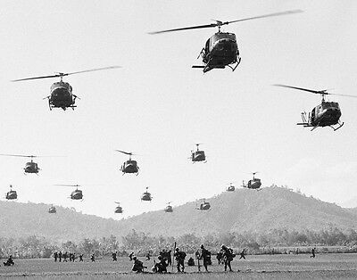 """U.S. Soldiers with UH-1 Huey Helicopters 8""""x 10"""" Vietnam War Photo Picture 88"""