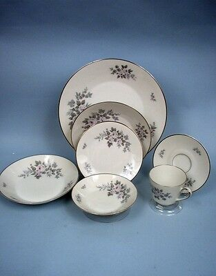 Heinrich & Co. 91-Pc. Porcelain China Set Pattern #HC886