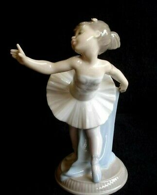 "Beautiful  NAO by Lladro ""My First Bow""  Porcelain Figurine"