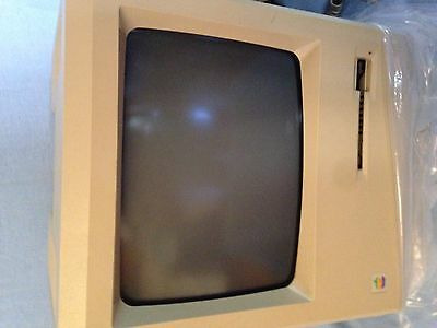 Apple Macintosh 1Mb Plus ***RARE PACKAGE!!!*** See pics of games!!