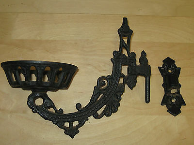 1 Antique Cast Iron Oil Lamp Holder Wall Mounting Sconce