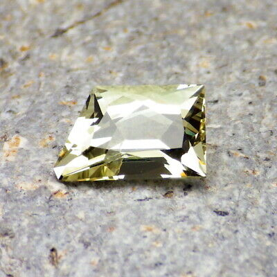 APATITE-MEXICO 2.13Ct FLAWLESS-FOR JEWELRY-NATURAL INTENSE YELLOW GREEN COLOR!