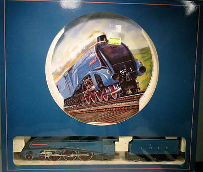 Hornby OO Royal Doulton LNER 4-6-2 Going for the Record IBH-27-SH