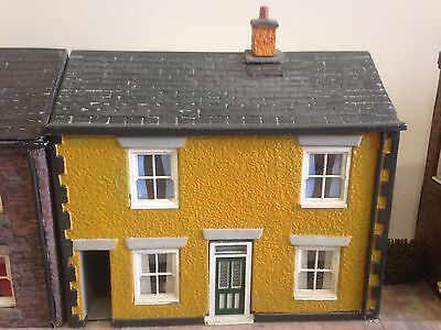 0 Gauge Low Relief Cottage With Alleyway - Pebble Dash Finish