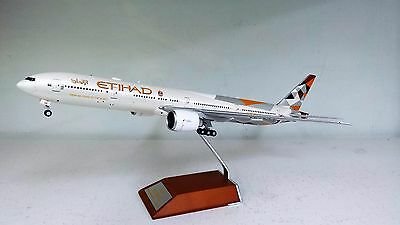 JC Wings 1:200 BOEING 777-300ER ETIHAD A6-ETA (WITH STAND) Ref: XX2236