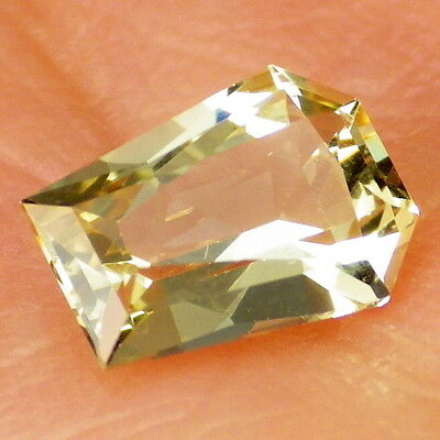 APATITE-MEXICO 0.97Ct FLAWLESS-FOR SMALL JEWELRY-YELLOW GREEN-GERMAN CUT